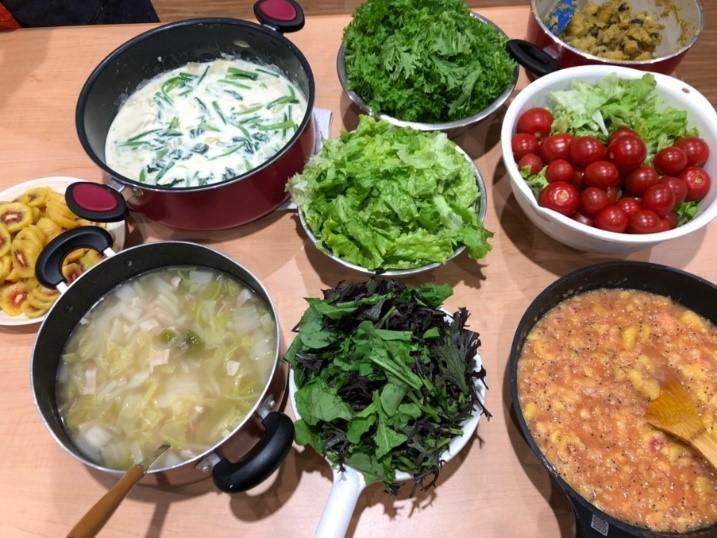 農場から提供された食材から調理された様々な料理(11月4日)